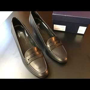 Brooks Brothers leather black pumps